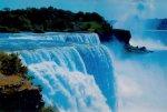 Шок мужчина, после прыжка в Ниагарский водопад, чудом остался жив