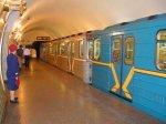 ЧП в городе Киеве поезд метро чуть не переехал девушку
