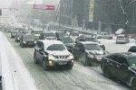 Украинских водителей просят воздержаться от поездок на собственном транспорте.